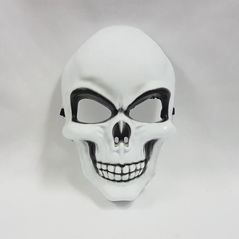 Skull mask with black detail