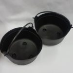 Witch cauldron with handle