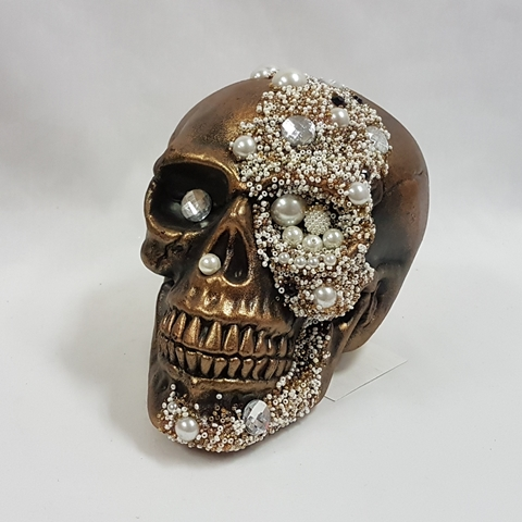 Gold aged skull with pearls