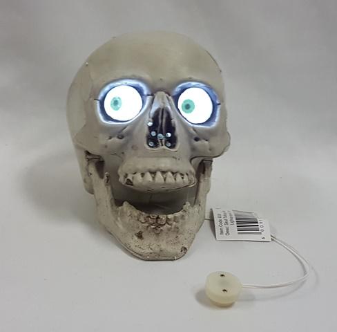 Moaning skull light up eyes
