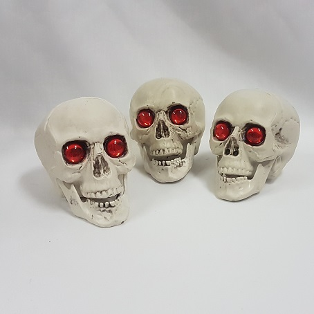 Pack of 3 skulls with red eyes