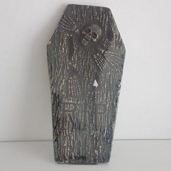 Gravestone with skull & bones